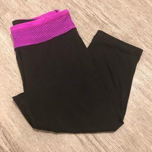 Victoria Secret sport Capri Leggings size Medium